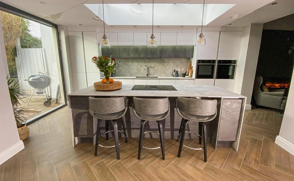 neutral contemporary kitchen